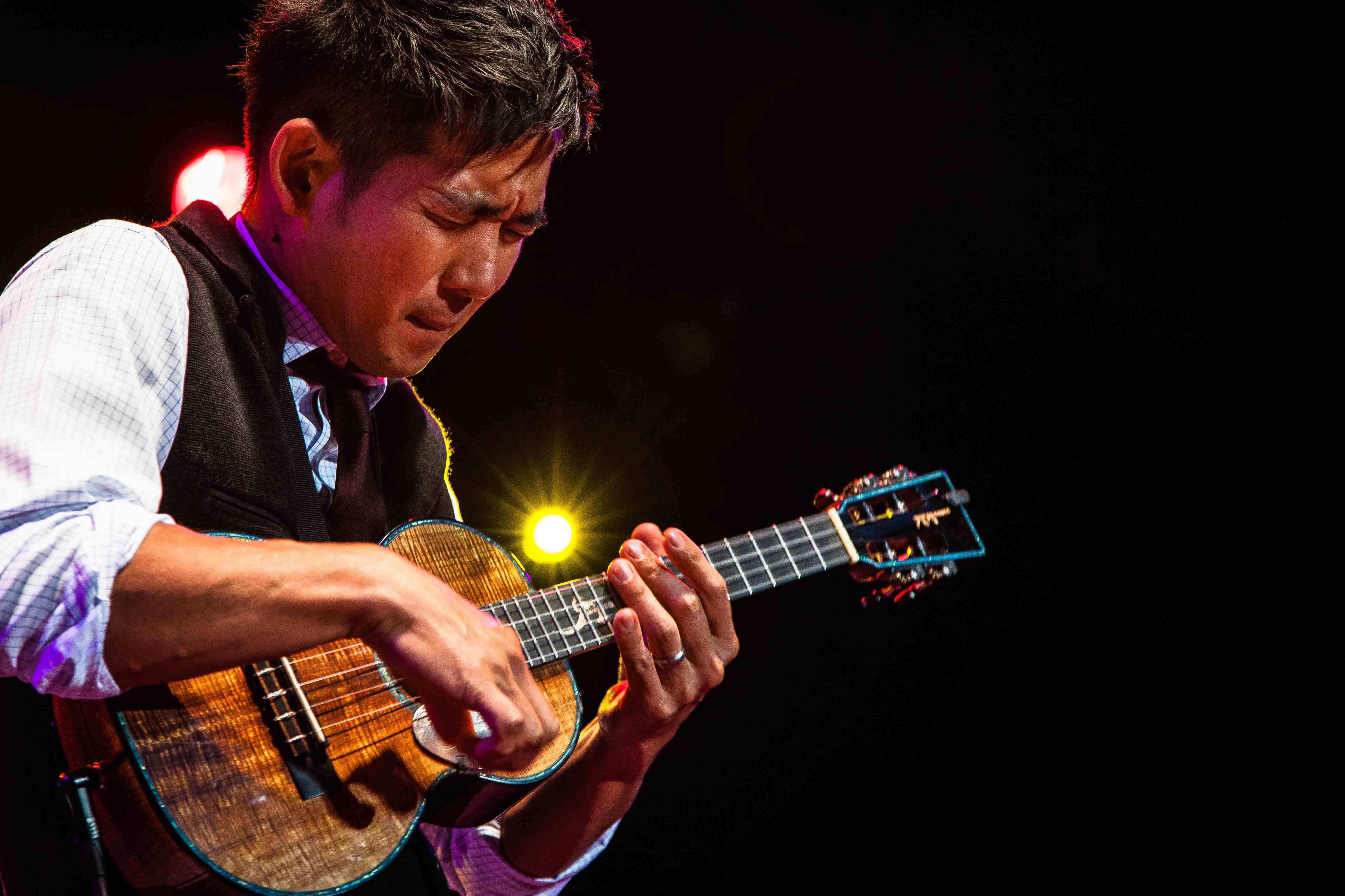 BeSimply...Jake Shimabukuro {U(oo)kulele JOY}